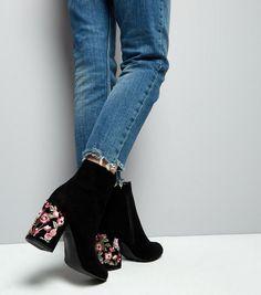 Bottes en suédine noires à talons et fleurs brodées | New Look