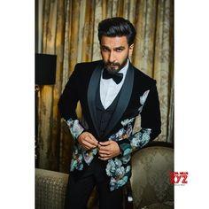 Ranveer Singh Biography: Born as Ranveer Singh Bhavnani, he belongs to Sindhi family. India Fashion Men, Indian Men Fashion, Big Men Fashion, Suit Fashion, Unique Fashion, Bollywood Couples, Bollywood Stars, Ranveer Singh Beard, Ladies Vs Ricky Bahl