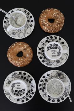 Black And White Design, Decorative Plates, Table Settings, House Design, Cool Stuff, Finland, Desserts, Architecture, Food