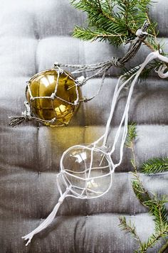 Hi friends. Make Macramé Ball Ornaments with us today and join me and 9 other Swedish creatives in our 24 days of creating. I'm sharing Day 2 in our 24 day Advent Calendar. The playful twist …