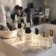 We Are Tan Skin. Look More Youthful With A Few Skin Care Tips. Good skin care is not just about looking attractive. Strategies that give you beautiful skin are often the same actions that improve your health as well. Beauty Care, Beauty Skin, Beauty Makeup, Beauty Hacks, Health And Beauty, Makeup Tips, Beauty Desk, Beauty Vanity, Dior Makeup