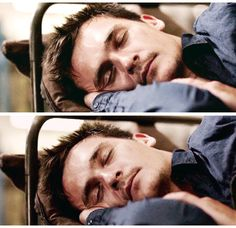 Mr Wickham takes a nap. Peter Quinn Homeland, Homeland Tv Series, Friends Actors, Carrie Mathison, Rupert Friend, Claire Danes, How To Be Likeable, Hot Actors, Friends Hot