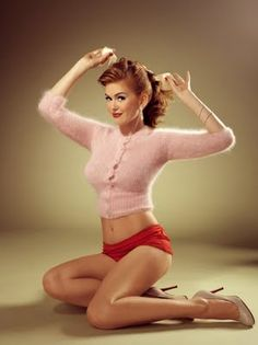 i absolutely adore the pin up girl look. would love to do something fun like that for halloween.