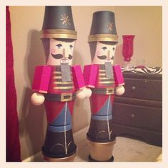 Nutcrackers from flowerpots. #diy #christmas Flower Pot Crafts, Clay Pot Crafts, Christmas Projects, Holiday Crafts, All Things Christmas, Christmas Holidays, Christmas Soldiers, Nutcracker Christmas, Outdoor Christmas Decorations