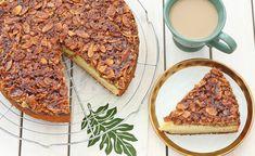 עוגת וניל בחושה בציפוי שקדים וסוכר חום (צילום: ענבל לביא, אוכל טוב) Israeli Desserts, Sweet Recipes, Cake Recipes, Simple Recipes, Almond Cakes, Banana Bread, Deserts, Easy Meals, Cooking Recipes
