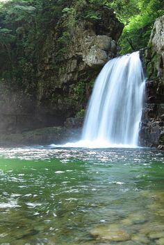 三段峡(広島) Sandankyo Gorge, Hiroshima, Japan Hiroshima Japan, Waterfall Photo, Japan Landscape, Miyajima, Naturally Beautiful, Beautiful Places, Amazing Places, Japan Travel, The Good Place