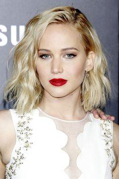 9 omladzujúcich účesov pre polodlhé vlasy: Tento strih pristane aj bacuľkám! Ako si vybrať ten správny? | Casprezeny.sk
