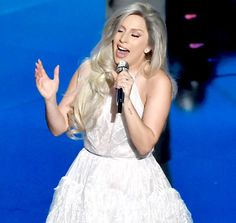 Lady Gaga Performs Impeccable Sound of Music Tribute at Oscars 2015 in First Post-Engagement Appearance Sound Of Music Movie, Tv Show Music, Music Like, Amazing Music, K Pop, Lady Gaga Pictures, Julie Andrews, My Favorite Music, Favorite Things