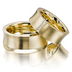 Wedding rings 123gold MyStyle - Yellow gold 585/- Width: 8,00 - Height: 1,60 - Stones: 6 brilliant cut diamonds combined 0,06 ct. tw, si (Ring 1 with stones, Ring 2 without). All wedding rings can be individually configured according to your wishes.