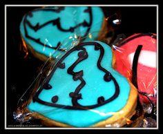 Melegueta...                      piccole ricette per un matrimonio (quasi) perfetto: Biscotti lecca lecca Monster High