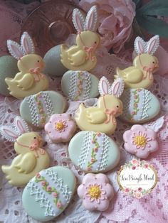 These are the cutest cookies I've every seen! Iced Cookies, Cute Cookies, Easter Cookies, Easter Treats, Holiday Cookies, Sugar Cookies, Cupcakes, Cupcake Cookies, Easter Biscuits