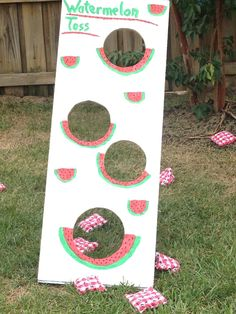 It's Sweet to be TWO Watermelon Party - Project Nursery - It's Sweet to be TWO Watermelon Party – Project Nursery Watermelon bean bag toss. Drill holes in a board and use hinges and narrow wood strips to prop up. Baby Shower Watermelon, Watermelon Birthday Parties, Fruit Birthday, Fruit Party, Sweet Watermelon, Watermelon Crafts, Watermelon Carving, Frozen Birthday, First Birthday Themes