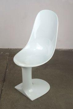 Augusto Betti; Fiberglass-Reinforced Plastic 'Foemina' Chair for Habitat, 1968.
