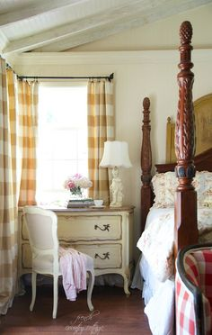FRENCH COUNTRY COTTAGE: A little French style in the bedroom