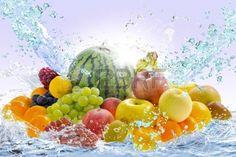 Fruta fresca y agua Foto de archivo