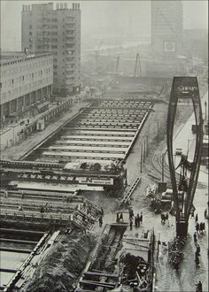 Metro COOLSINGEL in aanbouw. De metro, een zegen voor Rotterdam, maar destijds - tijdens de bouw - een crime !