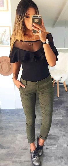 #spring #outfits  woman wearing black scoop neck blouse, grey leggings and black shoes holding gold iPhone 6. Pic by @fashiondemands