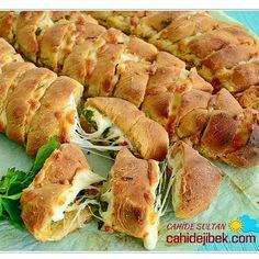 Sarımsaklı Baget Tarifi Sandviç – The Most Practical and Easy Recipes Breakfast Items, Breakfast Recipes, Turkish Recipes, Ethnic Recipes, Good Food, Yummy Food, Greek Cooking, Garlic Recipes, Snacks