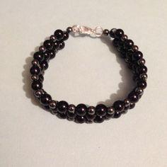 Black and gray pearl bracelet