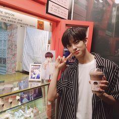 Kim Min Gyu, Jellyfish Entertainment, Brown Aesthetic, My Little Baby, Indie Kids, Mingyu, Asian Boys, Handsome Boys, Boyfriend Material
