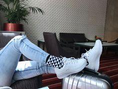 Módne vzorované a farebné ponožky STYLE SOCKS s veľkým obsahom bavlny. Tieto pánske aj dámské ponožky sú originálne a nikdy nestarnúcou klasikou. Vysoko kvalitné české ponožky. Adidas Sneakers, Socks, Style, Fashion, Swag, Moda, Fashion Styles, Sock, Stockings