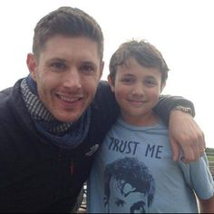 "GeekTVShows-Aurélie on Twitter: ""Jensen with a fan in California at Pebble…"