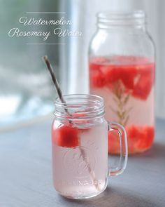 Detox Water To Lose Weight. Try these fat burning detox water recipes to lose weight and get a flat tummy. These detox water recipes are great for weight loss and fat flush, while providing a ton of health benefits! Flat Belly Water, Rosemary Water, Flavored Water Recipes, Detox Cleanse For Weight Loss, Cleanse Detox, Digestive Detox, Natural Detox Drinks, Smoothie Detox, Homemade Detox