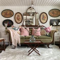 Cottage Living Rooms, Eclectic Living Room, Shabby Chic Living Room, Home Living Room, Living Room Decor, Antique Living Rooms, Living Spaces, Bedroom Decor, Shabby Chic Farmhouse