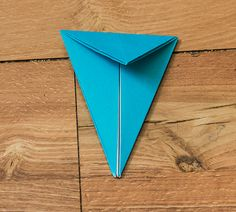Step by step picture tutorial for making an origami bird with wings that really flap. A free printable handout with all the instructions is included. Origami Flapping Bird, Origami Bird, Origami Animals, Coconut Recipes, Wings, Crafts, Art, Art Background, Manualidades