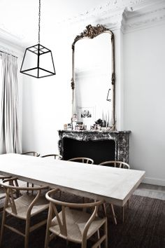 Chaises d'Hans Wegner, table en bois brut. Melaine Ireland, Simple Kids
