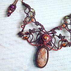 いいね!245件、コメント2件 ― Macrame Jewelry MANOさん(@macrame_jewelry_mano)のInstagramアカウント: 「✴︎ 今日のマクラメ。 サンストーン×カンテラオパールマクラメコンビネーションネックレス。 ✴︎ ゆったりとした曲線と葉っぱモチーフで可愛く編み上げました♪ ✴︎…」
