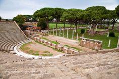 Anfiteatro de #OstiaAntica, ciudad romana mejor conservada después de #Herculano y #Pompeya, muy cerca de #Roma. http://www.viajararoma.com/ciudades-para-visitar-cercanas-a-roma/ostia-antica/  #turismo #viajar #Italia #turismo #viajar #Italia