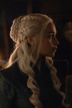 An Uncomfortable Reminder of How Daenerys and Jon Snow Are Related on Game of Thrones Daenerys And Jon, Emilia Clarke Daenerys Targaryen, Khaleesi, Cute Hairstyles, Braided Hairstyles, Wedding Hairstyles, Dessin Game Of Thrones, Game Of Thrones Prequel, Game Of Thrones Characters