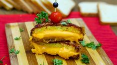 I've always loved bacon on my grilled cheese, but all around my grilled cheese? This Bacon Wrapped Grilled Cheese Just Won Sandwiches Forever Chicken Recipes Video, Grilled Chicken Recipes, Pork Chop Recipes, Soup Recipes, Healthy Grilling Recipes, Healthy Food, What Is For Dinner, Beef Skewers
