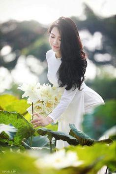 Vietnamese Traditional Dress, Traditional Dresses, Wonder Woman, Superhero, Fictional Characters, Women, Fantasy Characters, Wonder Women, Woman