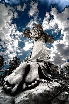 40 Hauntingly Beautiful Photographs Taken In Graveyards; image by vjdanny, via Flickr