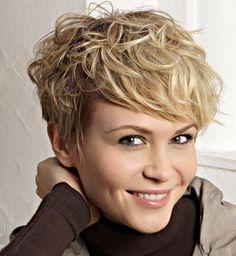 coupe courte pour cheveux boucles