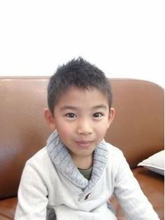 キッズのソフモヒショート Little Boy Hairstyles, Kids Hairstyle, Young Cute Boys, Cut And Style, Boy Fashion, Little Boys, Salons, Hair Cuts, Hair Styles