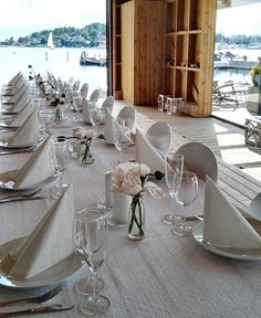 The white party tablesetting ocassion in the boat house 🍴⚓️