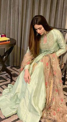 Pakistani Fashion Party Wear, Pakistani Wedding Outfits, Indian Bridal Fashion, Pakistani Dress Design, Pakistani Frocks, Pakistani Dresses, Indian Dresses, Indian Outfits, Pakistani Actress