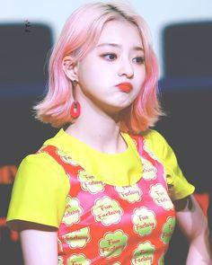 "FROMIS_9 LEE NAKYUNG 이나경 on Instagram: ""#NAKYUNG #LEENAKYUNG #NAKKO #이나경 #FROMIS_9 #프로미스_9 #프로미스나인"" South Korean Girls, Korean Girl Groups, Lee Seo Yeon, Sakura Haruno, Girl Swag, Ulzzang Girl, Pop Group, Kpop Girls, Cool Girl"
