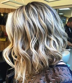 Thick Long Bob with Waves The long bob has been a go-to hairstyle for thick locks. This classic cut is one of perfect haircuts for thick wavy hair, as it is super easy to style and manage. Bob Hairstyles For Thick, Long Bob Haircuts, Haircut For Thick Hair, Hairstyles 2018, Blonde Hairstyles, Casual Hairstyles, Pixie Haircuts, Thin Hair, Braided Hairstyles