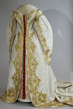 Russian court dress with train, second half of the 19th century. Moire, silk, velvet, gold thread, gauze. Collection of Moscow Kremlin Museums.