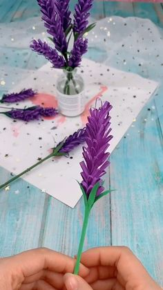 A simple tutorial to show you how to DIY paper flower. Informations About DIY Paper Flower Pin You c Kids Crafts, Diy Crafts Hacks, Diy Crafts For Gifts, Diy Home Crafts, Diy Arts And Crafts, Diy Crafts Videos, Creative Crafts, Easy Crafts, Paper Flowers Craft