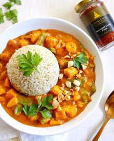 VEGAN MASSAMAN CURRY  hat die liebe @cbeccabella mit unserer Massaman Curry Paste zubereitet  ein himmlischer Anblick oder?  . Nur mehr wenige Stunden und schon öffnet sich das 2. Adventskalender Türchen Welches Gewürz ist denkt ihr morgen in Aktion?  - Wer sich unser Zitronengras noch GRATIS sichern möchte sollte sich ganz schnell beeilen bevor die Aktion zu Ende ist  .  Link steht in der Bio @chokchai.thai.cuisine   Shop: www.chok-chai.at   Versandkostenfrei ab 49  Versand 1-3 Werktage  14… Kefir, Massaman Curry, Chana Masala, Ethnic Recipes, Food, Fresh Coriander, Lemon Grass, Peeling Potatoes, Thai Dishes