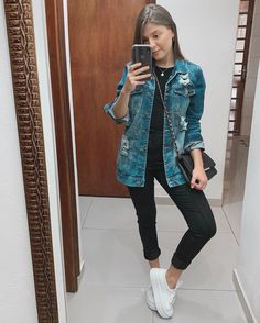5 maneiras de usar a jaqueta jeans feminina in 2020 Cute Outfits With Jeans, Jean Outfits, Trendy Outfits, Jean Vintage, Looks Jeans, Girl Fashion, Fashion Outfits, Tumblr Outfits, Casual Chic