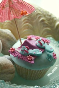 love these flip-flop cupcakes...but too time-intensive to make a dozen. great inspiration for a larger cake, though!