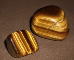 Tiger's Eye Stone is a quartz crystal with lovely bands of yellow-golden color through it. This is a powerful stone that aids harmony and balance, and helps you to release fear and anxiety. Crystals And Gemstones, Stones And Crystals, Healing Stones, Crystal Healing, Feng Shui, Les Chakras, Eye Stone, Rocks And Gems, Rocks And Minerals