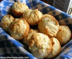 Mayonnaise Rolls are so easy to make and they are good!  Serve mayonnaise rolls with any meal for a quick bread your family will enjoy. 2 cups self-rising flour 4 tablespoons mayonnaise or Miracle Whip …