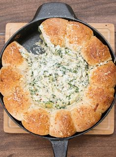 Cheesy Spinach And Artichoke Bread Ring Dip